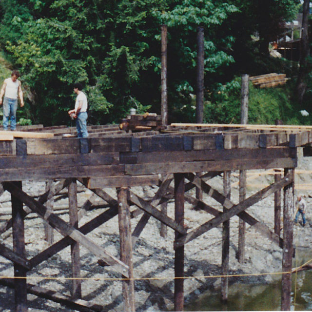 Stringers on the pilings
